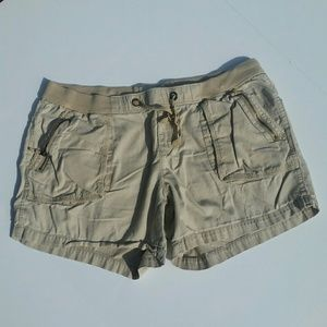 Old Navy cargo shorts with zipper pockets Size L